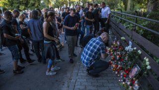 Badacsony, 2018. szeptember 9. A 2018. szeptember 7-ére virradóra elhunyt borászra emlékeznek Badacsonyban, a badacsonyi Egry József Emlékmúzeumnál szeptember 9-én. A borász azután vesztette életét, hogy két társaság tagjai dulakodtak egymással. Az ügyben a Veszprém Megyei Rendõr-fõkapitányság halált okozó testi sértés bûntett elkövetésének megalapozott gyanúja miatt büntetõeljárást indított. MTI Fotó: Mónus Márton