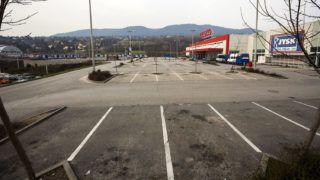 Budapest, 2015. március 22.Üres parkoló a vasárnap zárva tartó bécsi úti Tesco áruháznál Budapesten 2015. március 22-én.MTI Fotó: Mohai Balázs