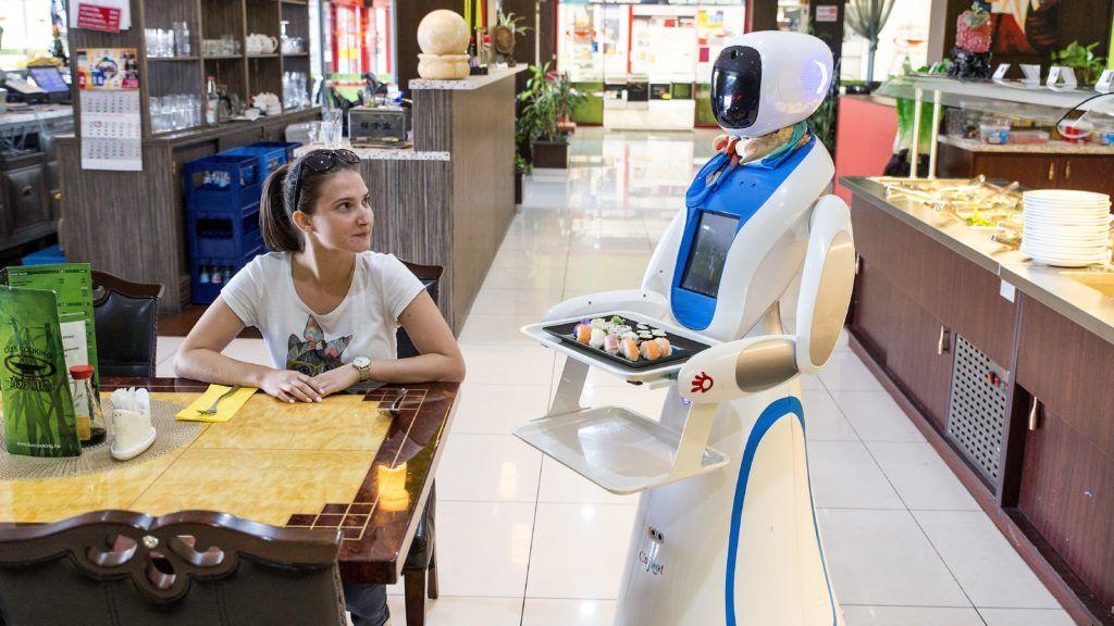 Gyõr, 2018. szeptember 11. Robotpincér a gyõri Liu's Cooking kínai étteremben 2018. szeptember 11-én. MTI Fotó: Krizsán Csaba