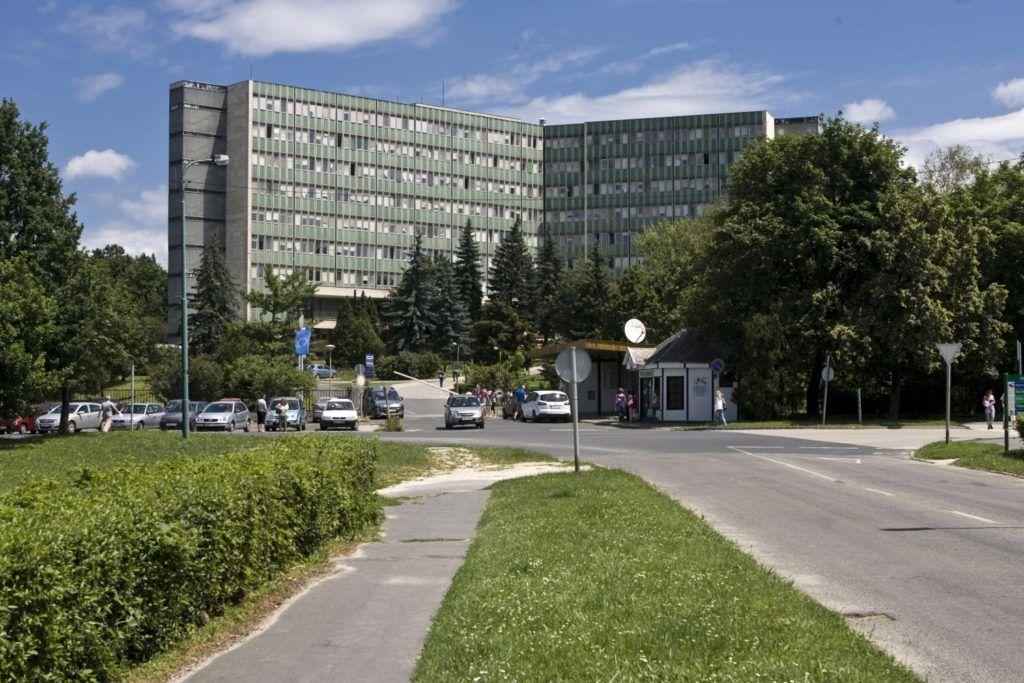 Ajka, 2010. június 28. A Magyar Imre Kórház fõépülete a Veszprém megyei Ajkán. MTI Fotó: Szigetváry Zsolt