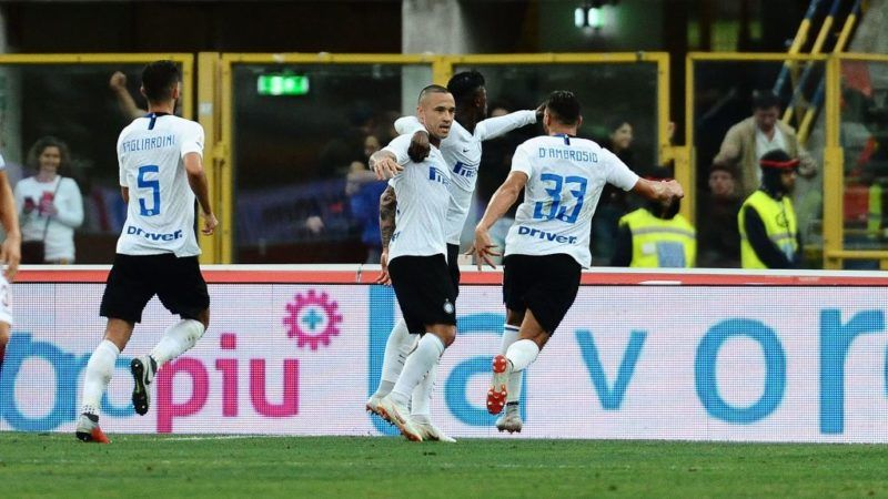 BOLOGNA, ITALY - SEPTEMBER 01:  Radja Nainggolan of FC Internazionale celebrates after scoring the opening goal during the serie A match between Bologna FC and FC Internazionale at Stadio Renato Dall'Ara on September 1, 2018 in Bologna, Italy.  (Photo by Mario Carlini / Iguana Press/Getty Images)