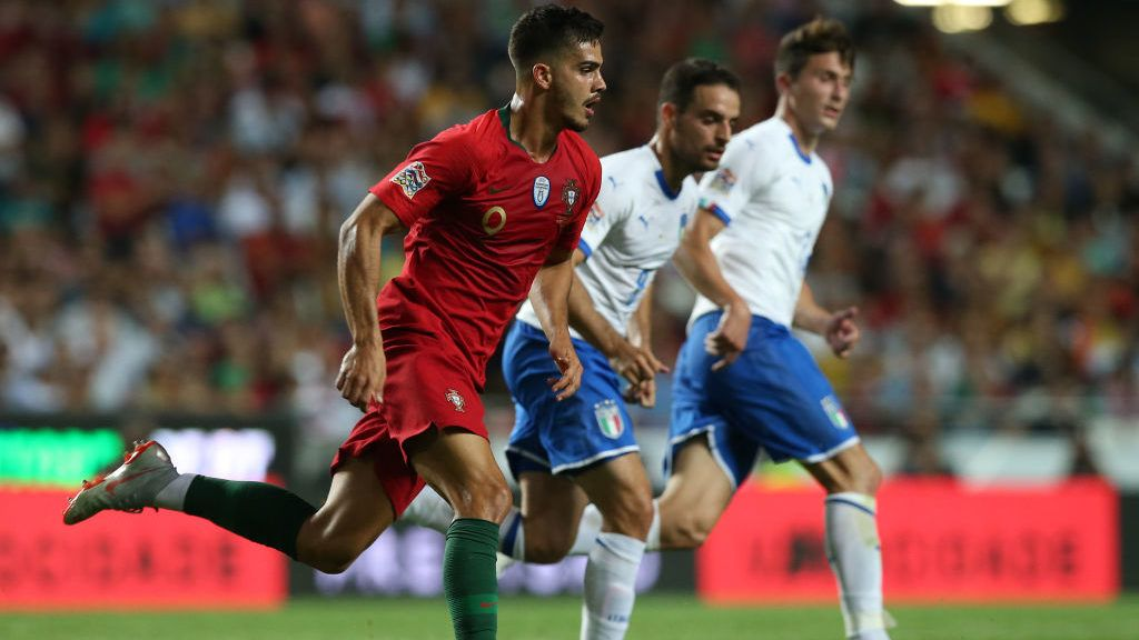 LISBON, PORTUGAL - SEPTEMBER 10:  Andre Silva of Portugal and Sevilla in action during the UEFA Nations League A - Group 3 match between Portugal and Italy at Estadio da Luz on September 10, 2018 in Lisbon, Portugal.  (Photo by Gualter Fatia/Getty Images)