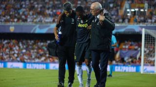 Douglas Costa of Juventus leaves the pitch injure during the UEFA Champions League group h match between Valencia CF and Juventus at Mestalla on September 19, 2018 in Valencia, Spain (Photo by Sergio Lopez/NurPhoto via Getty Images)