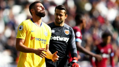 LONDON, ENGLAND - SEPTEMBER 23:  Olivier Giroud of Chelsea reacts after a missed chance on goal during the Premier League match between West Ham United and Chelsea FC at London Stadium on September 23, 2018 in London, United Kingdom.  (Photo by Dean Mouhtaropoulos/Getty Images)
