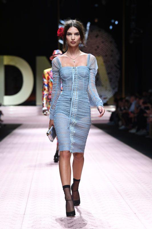 MILAN, ITALY - SEPTEMBER 23: Emily Ratajkowski walks the runway at the Dolce & Gabbana show during Milan Fashion Week Spring/Summer 2019 on September 23, 2018 in Milan, Italy. (Photo by Daniele Venturelli/WireImage)