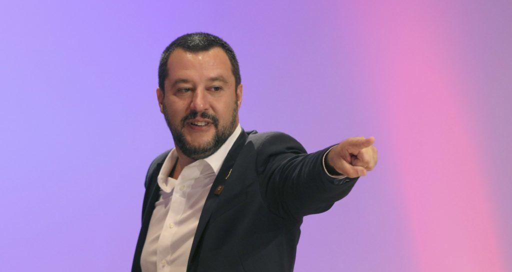 Bécs, 2018. szeptember 14. Matteo Salvini olasz belügyminiszter érkezik a migráció biztonsági kihívásairól tartandó nemzetközi konferenciára az osztrák soros EU-elnökség rendezésében, Bécsben 2018. szeptember 14-én. (MTI/AP/Ronald Zak)