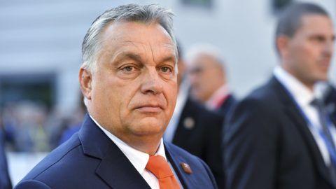 Salzburg, 2018. szeptember 20. Orbán Viktor miniszterelnök érkezik az Európai Unió salzburgi nem hivatalos csúcstalálkozójának második napi ülésére 2018. szeptember 20-án. (MTI/AP/Kerstin Joensson)
