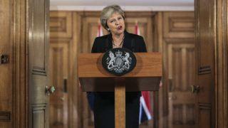London, 2018. szeptember 21. Theresa May brit miniszterelnök nyilatkozatban foglalja össze a salzburgi informális csúcsértekezlet fejleményeit a londoni kormányfõi rezidencián, a Downing Street 10-ben 2018. szeptember 21-én. May szerint holtpontra jutottak a brit EU-tagság megszûnésének feltételrendszerérõl folyó tárgyalások, mivel az Európai Unió elvetette a brit javaslatcsomagot arra hivatkozva, hogy annak érvényesítése aláásná az EU egységes belsõ piacát.(MTI/APpool/Jack Taylor)