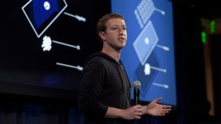 Menlo Park, 2013. április 4. Mark Zuckerberg, a Facebook internetes közösségi portál társalapítója és elnök-vezérigazgatója bemutatja a portál új, Android operációs rendszer alatt futó alkalmazását, a Home-ot (Otthon) a Facebook székházában, a kaliforniai Menlo Parkban 2013. április 4-én. (MTI/EPA/Peter DaSilva)