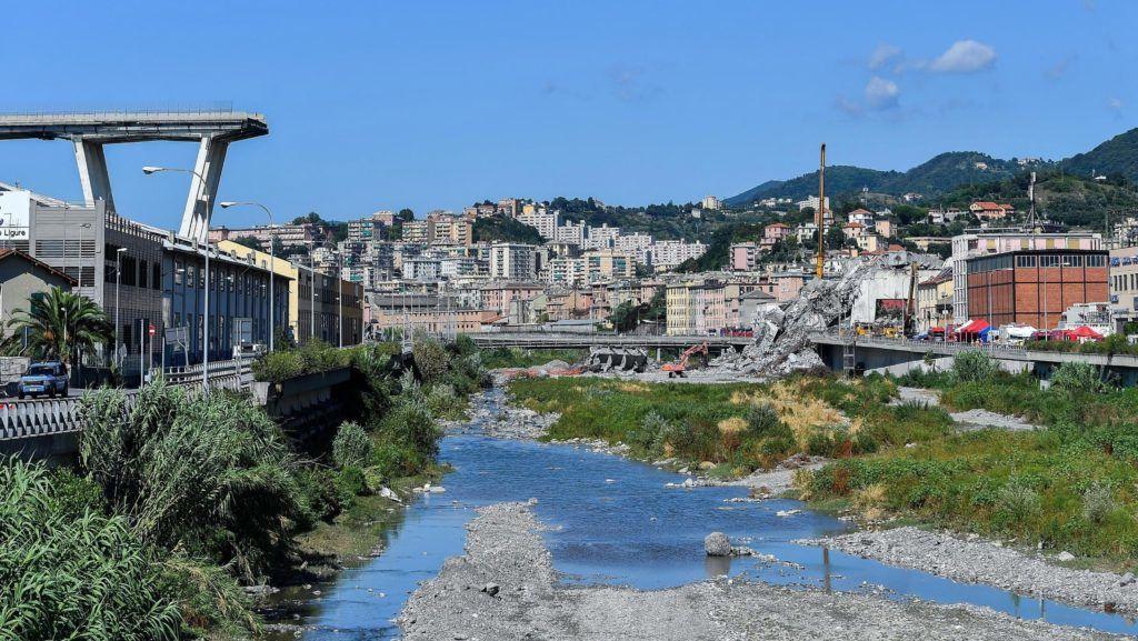 Genova, 2018. augusztus 27. Az A10-es autópálya leszakadt Morandi hídja Genovában 2018. augusztus 27-én. Az augusztus 14-én bekövetkezett balesetben legkevesebb 43 ember életét vesztette. (MTI/EPA/Simone Arveda)