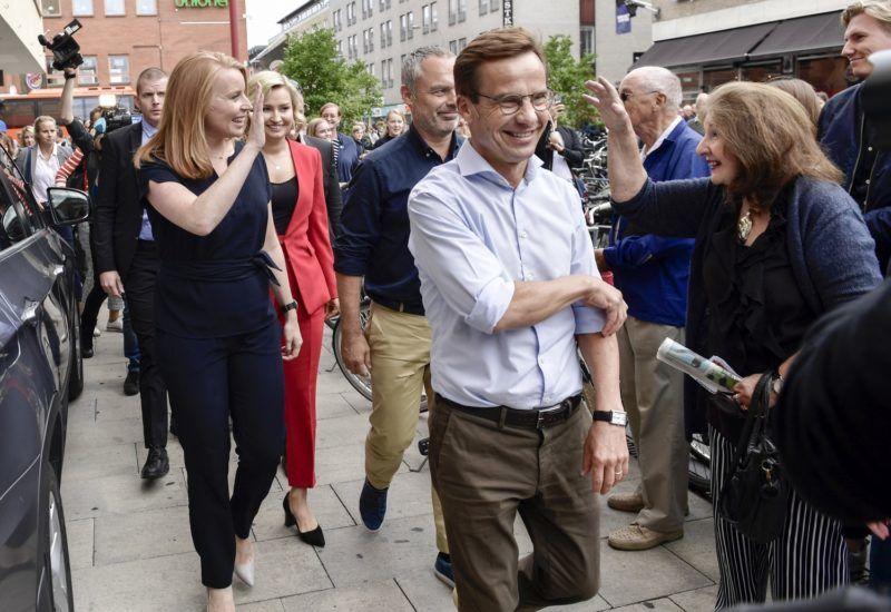 Uppsala, 2018. szeptember 6. Az Alliansen jobbközép koalícióhoz tartozó Ulf Kristersson, a Mérsékelt Párt (j), Annie Loof, a Centrumpárt (b), Jan Björklund, a Liberálisok párt (j2) és Ebba Busch Thor, a Kereszténydemokrata Párt vezetõje (b2) Uppsalában kampányol 2018. szeptember 6-án, három nappal a svéd parlamenti választások elõtt. (MTI/EPA/TT/Stina Stjernkvist) *** Local Caption *** 53000073