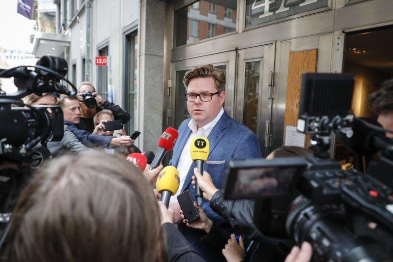 Stockholm, 2018. szeptember 10. Gunnar Strömmer, a svéd Mérsékelt Párt titkára nyilatkozik a párt stockholmi székháza elõtt 2018. szeptember 10-én, a svéd parlamenti választások másnapján. (MTI/EPA/Christine Olsson)