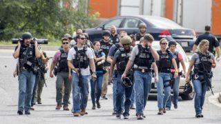 Aberdeen, 2018. szeptember 20. A helyszínt biztosító rendõrök egy ipari park felé vezetõ útat zárnak le, ahol egy fegyveres lövöldözött a Maryland állambeli Aberdeenben 2018. szeptember 20-án. A támadó több mbert meglõtt. (MTI/EPA/Scott Serio)