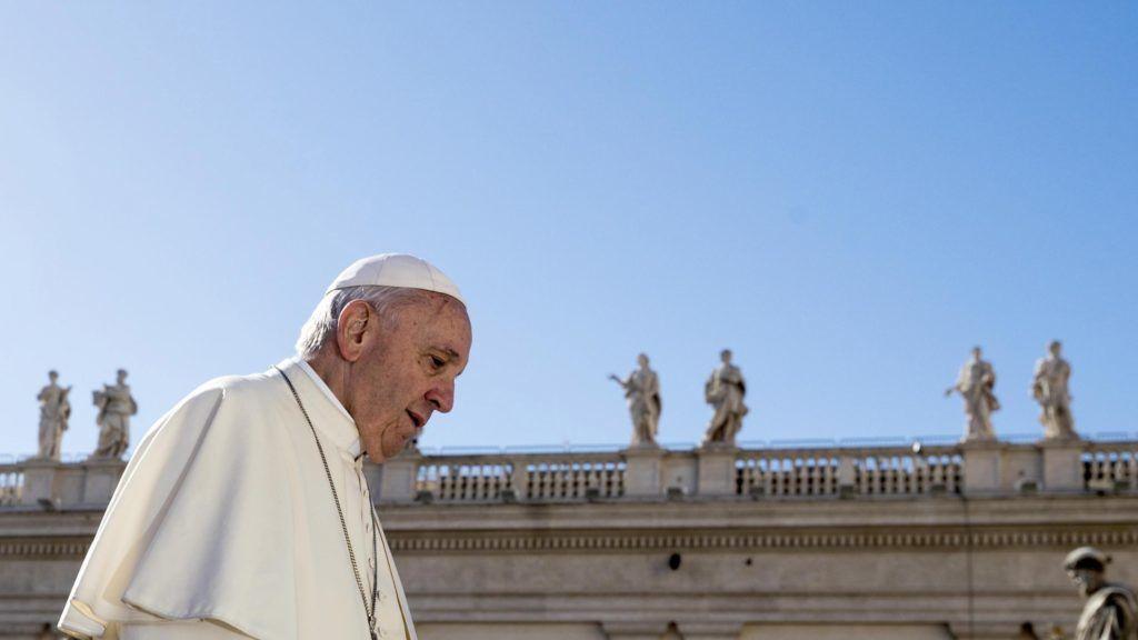 Vatikánváros, 2018. szeptember 26. Ferenc pápa a heti általános audienciájára érkezik a vatikáni Szent Péter téren 2018. szeptember 26-án. (MTI/EPA/Angelo Carconi)