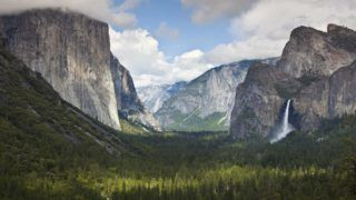 Yosemite Valley from Tunnel View viewpoint, with El Capitan, a 3000 feet granite monolith on the left, and the Bridalveil Falls on the right, Yosemite National Park, UNESCO World Heritage Site, Sierra Nevada, California, United States of America, North America