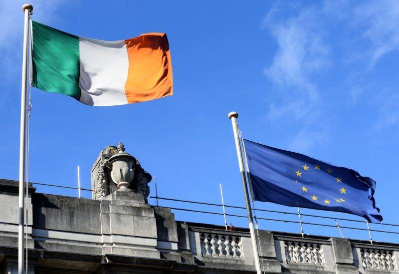 An Irish national flag (L) flies alongside a European Union (EU) flag in the centre of Dublin, Ireland on October 9, 2018. (Photo by Paul FAITH / AFP)