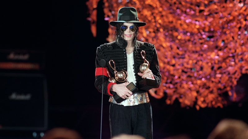 """US pop star and entertainer Michael Jackson thanks fans after winning three World Music Awards in Monaco on May 12, 1993. Michael Jackson died on June 25, 2009 after suffering a cardiac arrest, sending shockwaves sweeping across the world and tributes pouring in on June 26 for the tortured music icon revered as the """"King of Pop."""" AFP PHOTO/Jacques SOFFER / AFP PHOTO / JACQUES SOFFER"""