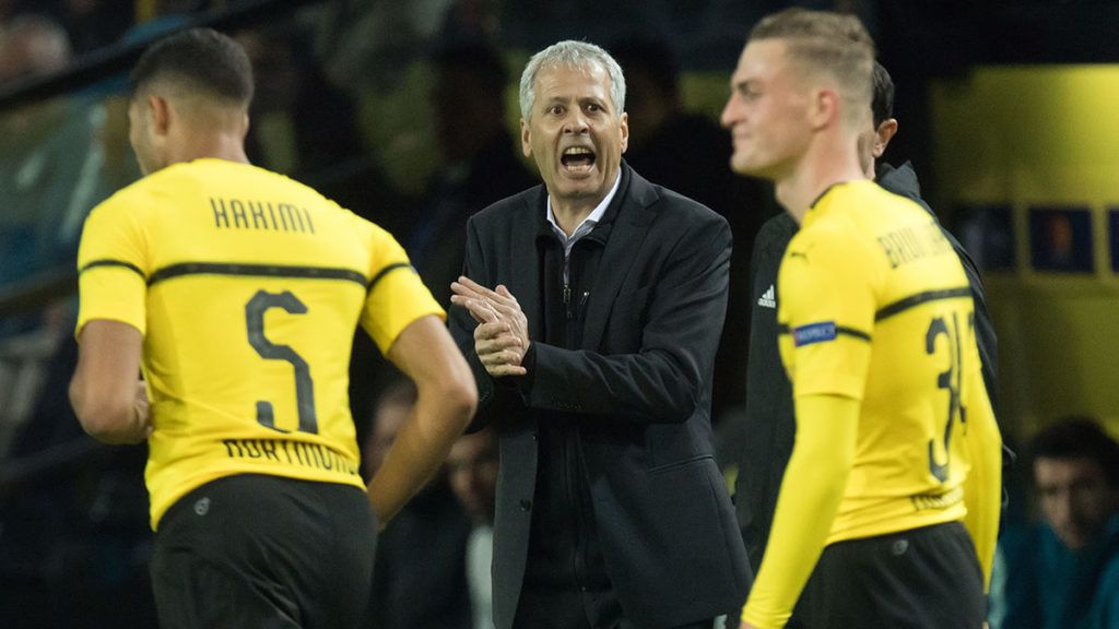 Lucien FAVRE (mi., Coach, DO) gives Jacob BRUUN LARSEN (DO) instruction, instructions, calls, calling, half figure, half figure, Soccer Champions League, group stage, Group A, matchday 3, Borussia Dortmund (DO) - Atletico Madrid (Atletico) 4: 0, on 24.10.2018 in Dortmund / Germany.   Usage worldwide