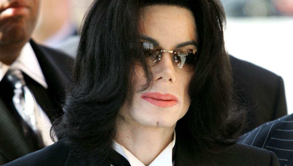 LOS ANGELES, CA - APRIL 06:  Singer Michael Jackson arrives to the funeral services for lawyer Johnnie L. Cochran, Jr. at the West Angeles Cathedral on April 6, 2005 in Los Angeles, California.  (Photo by Frazer Harrison/Getty Images) *** Local Caption *** Michael Jackson