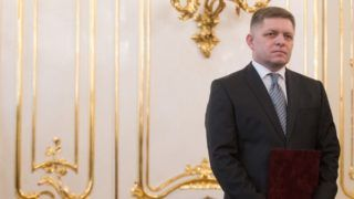 Slovak Prime Minister Robert Fico wait for his audience to hand in his letter of resignation to Slovak President Andrej Kiska (not pictured)  in Bratislava on March 15, 2018. Slovakia's president accepted the resignation of Prime Minister Robert Fico, who offered to step down after facing a public backlash over the murder of a journalist. / AFP PHOTO / VLADIMIR SIMICEK