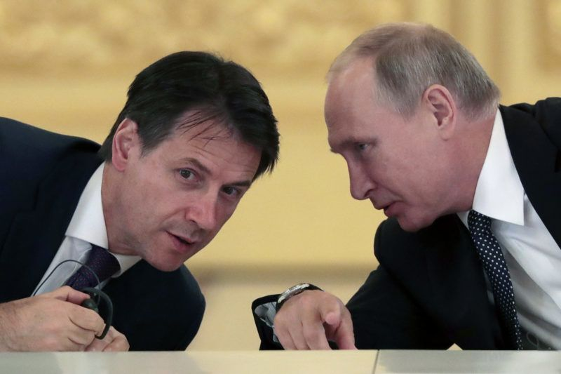 Russian President Vladimir Putin speaks with Italy's Prime Minister Giuseppe Conte as they meet with Italian businessmen at the Kremlin in Moscow on October 24, 2018. (Photo by Sergei CHIRIKOV / POOL / AFP)