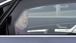 """German Chancellor and leader of the Christian Democratic Union (CDU) Angela Merkel, arrives in her car to attend a leadership meeting of the CDU at their headquarters in Berlin, on October 29, 2018. - German Chancellor Angela Merkel faces a bitter political reality on October 29, 2018, after the parties in her fragile coalition suffered heavy losses in a key regional election and a junior partner made threats to quit. Sunday's blow for Merkel's conservative Christian Democratic Union (CDU) and the Social Democrats (SPD) in Hesse was the latest state poll marred by the image of the right-left """"grand coalition"""" government limping from crisis to crisis at the federal level. (Photo by Tobias SCHWARZ / AFP)"""