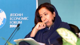 """Saudi business woman Lubna al-Olayan takes part in the Jeddah Economic Forum 17 January 2004. So long marginalised in Saudi Arabia, women dominated today's opening of the influential Jeddah Economic Forum, which heard a ringing call for change from the first female to deliver the keynote speech. Lubna al-Olayan, chief executive officer of Olayan Financing and one of the conservative kingdom's top businesswomen, sent out an unveiled and hard-hitting message in her address entitled """"A Saudi Vision for Growth"""". AFP PHOTO/Mahmoud Mahmoud / AFP PHOTO / MAHMOUD MAHMOUD"""