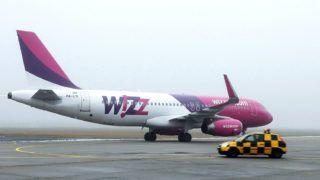 Debrecen, 2017. december 23.Érkezik a londoni gép. December 23-án a WIZZAIR W67852 járata Airbus 320-as gépével 178 személyt hozott Londonból. Az elmúlt évhez mérten tizenegy százalékkal nőtt a Debreceni Repülőtér utasforgalma, ami 2017 végére meghaladta a 320.000-et.MTVA/Bizományosi: Oláh Tibor ***************************Kedves Felhasználó!Ez a fotó nem a Duna Médiaszolgáltató Zrt./MTI által készített és kiadott fényképfelvétel, így harmadik személy által támasztott bárminemű – különösen szerzői jogi, szomszédos jogi és személyiségi jogi – igényért a fotó készítője közvetlenül maga áll helyt, az MTVA felelőssége e körben kizárt.