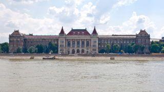 Budapest, 2013. június 23. A Budapesti Mûszaki és Gazdaságtudományi Egyetem épülete. MTVA/Bizományosi: Faludi Imre  *************************** Kedves Felhasználó! Az Ön által most kiválasztott fénykép nem képezi az MTI fotókiadásának, valamint az MTVA fotóarchívumának szerves részét. A kép tartalmáért és a szövegért a fotó készítõje vállalja a felelõsséget.