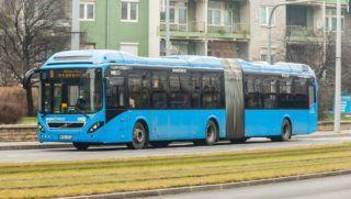 Budapest, 2015. december 28. Új, Volvo 7900A típusú hibrid csuklós autóbusz halad Budapesten, a X. kerületi Kõrösi Csoma Sándor úton, a BKV 9-es vonalán. Az összesen 28 ilyen forgalomba kerülõ autóbusz elsõ darabja 2015. január 17-én állt forgalomba a 7-es vonalán.  MTVA/Bizományosi: Faludi Imre  *************************** Kedves Felhasználó! Ez a fotó nem a Duna Médiaszolgáltató Zrt./MTI által készített és kiadott fényképfelvétel, így harmadik személy által támasztott bárminemû – különösen szerzõi jogi, szomszédos jogi és személyiségi jogi – igényért a fotó készítõje közvetlenül maga áll helyt, az MTVA felelõssége e körben kizárt.
