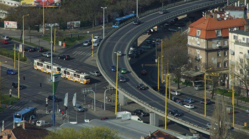Budapest, 2015. április 11. Közlekedési csomópont a fõváros XI. és a XII. kerületének határán, a Budafoki, az Alkotás és a Hegyalja út találkozásánál. MTVA/Bizományosi: Jászai Csaba  *************************** Kedves Felhasználó! Az Ön által most kiválasztott fénykép nem képezi az MTI fotókiadásának, valamint az MTVA fotóarchívumának szerves részét. A kép tartalmáért és a szövegért a fotó készítõje vállalja a felelõsséget.