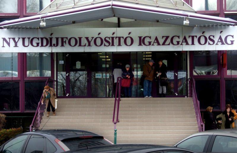 Budapest, 2018. január 20. A Nyugdíjfolyósító Igazgatóság épületének fõbejárata a fõváros XIII. kerületében, a Váci út 73-ban. MTVA/Bizományosi: Jászai Csaba  *************************** Kedves Felhasználó! Ez a fotó nem a Duna Médiaszolgáltató Zrt./MTI által készített és kiadott fényképfelvétel, így harmadik személy által támasztott bárminemû – különösen szerzõi jogi, szomszédos jogi és személyiségi jogi – igényért a fotó készítõje közvetlenül maga áll helyt, az MTVA felelõssége e körben kizárt.