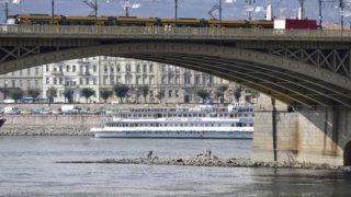 Budapest, 2018. október 16. A Margit-sziget csúcsa a Margit híd déli oldalán 2018. október 16-án. Délelõtt Budapestnél 49 centiméter volt a Duna vízállása, ez 2 centiméterrel alacsonyabb, mint a valaha mért legkisebb vízszint. MTI/Máthé Zoltán