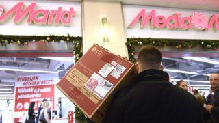Budapest, 2017. december 27.Karácsonyi ajándékok visszaváltására várakozó vásárlók a Media Markt áruház vevőszolgálati pultjánál, a West End City Center bevásárlóközpontban 2017. december 27-én.MTI Fotó: Kovács Tamás