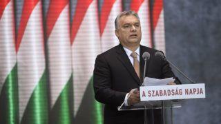 Budapest, 2018. október 23.Orbán Viktor miniszterelnök beszédet mond az 1956-os forradalom és szabadságharc kitörésének 62. évfordulóján tartott megemlékezésen a fővárosi Terror Háza Múzeumnál 2018. október 23-án.MTI/Kovács Tamás
