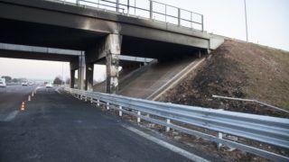 Verona, 2017. január 21. Az elõzõ napon este történt buszbaleset helyszíne az A4-es autópályán az észak-olaszországi Veronánál 2017. január 21-én. A város közelében a budapesti Szinyei Merse Pál Gimnázium diákjait Franciaországból hazaszállító autóbusz balesetet szenvedett, majd kigyulladt. Tizenhat középiskolás diák életét vesztette, huszonhatan megsérültek. MTI Fotó: Varga György