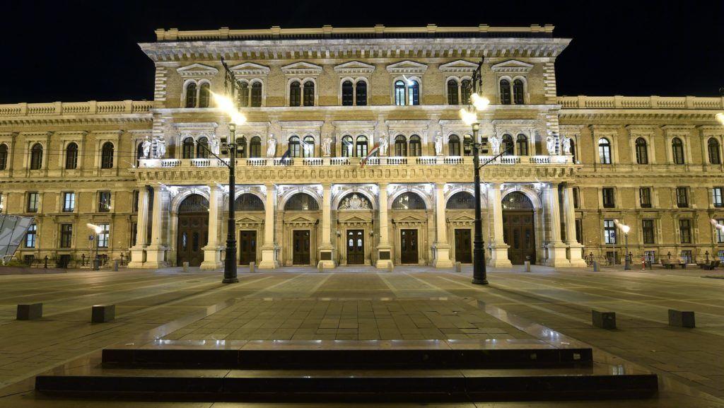 Budapest, 2017. november 28. A Budapesti Corvinus Egyetem központi épülete esti díszkivilágításban 2017. november 28-án. MTI Fotó: Illyés Tibor
