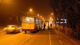 Budapest, 2010. január 13.Egy Volánbusz vesz fel utasokat Budatétényben a határozatlan idejű BKV-sztrájk második napján.MTI Fotó: Czimbal Gyula