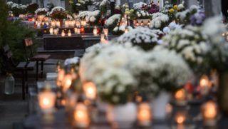 Felsőtárkány, 2017. november 1. Mécsesek égnek a felsőtárkányi temetőben mindenszentek napján, 2017. november 1-jén. MTI Fotó: Komka Péter