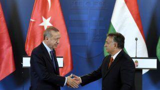 Budapest, 2018. október 8. Recep Tayyip Erdogan török elnök (b) és Orbán Viktor miniszterelnök a megbeszélésüket követõen tartott sajtótájékoztatón az Országházban 2018. október 8-án. MTI Fotó: Koszticsák Szilárd