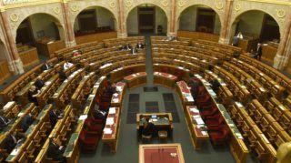 Budapest, 2018. szeptember 18. Völner Pál, az Igazságügyi Minisztérium parlamenti államtitkára expozét tart a szerzõi jogról szóló törvény módosításáról szóló javaslat vitájában az Országgyûlés plenáris ülésén 2018. szeptember 18-án. MTI Fotó: Bruzák Noémi