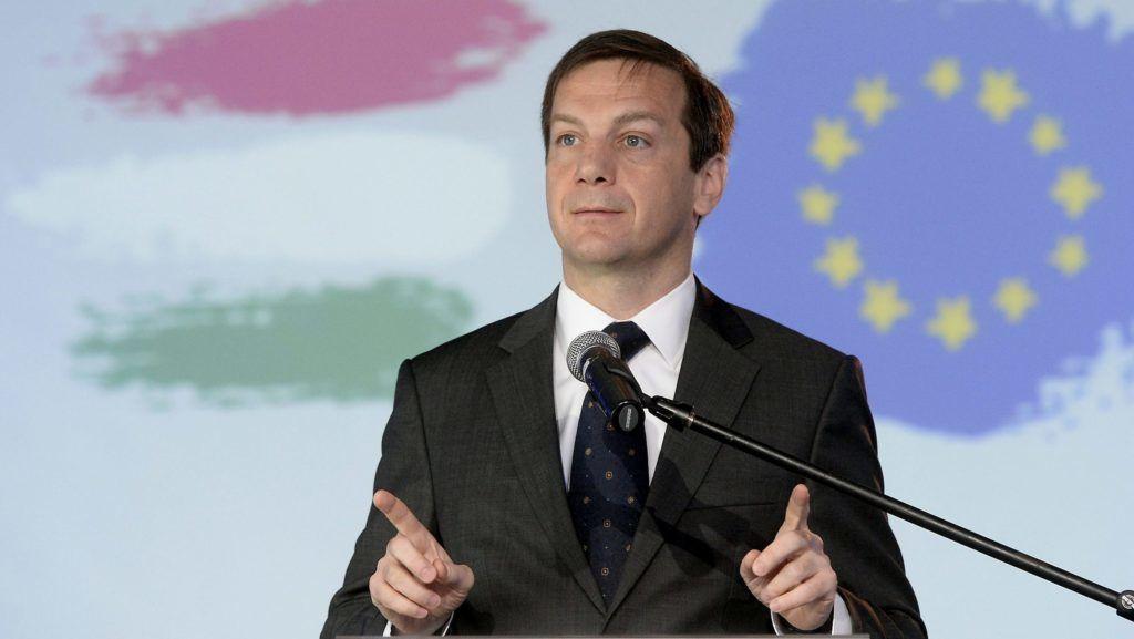 Budapest, 2014. április 26. Bajnai Gordon volt miniszterelnök, az Együtt-PM vezetője és EP-választási listavezetője beszédet mond a pártszövetség EP-választási programbemutatóján a budapesti A38 Hajón 2014. április 26-án. MTI Fotó: Soós Lajos
