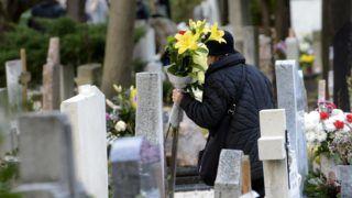 Budapest, 2017. november 1. Megemlékezõ a Farkasréti temetõben mindenszentek napján 2017. november 1-jén. MTI Fotó: Soós Lajos