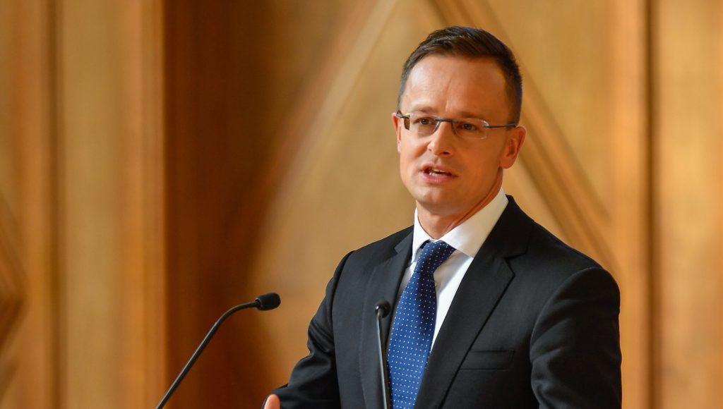 Debrecen, 2018. október 12. Szijjártó Péter külgazdasági és külügyminiszter beszédet mond a BMW debreceni gyárberuházásának támogatásáról szóló megállapodás aláírásán a Debreceni Egyetemen 2018. október 12-én. MTI Fotó: Czeglédi Zsolt