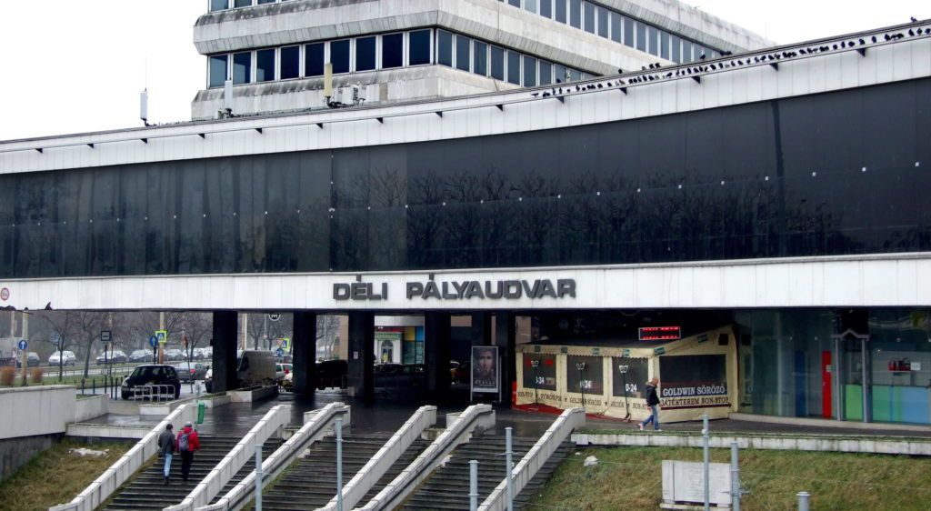 Budapest, 2016. január 27. A főváros Déli pályaudvarának központi épülete a Krisztina körút és az Alkotás út találkozásánál. Megszüntetéséről, vagy felújításáról szakértők véleménye alapján döntenek a közeljövőben. MTVA/Bizományosi: Jászai Csaba  *************************** Kedves Felhasználó! Ez a fotó nem a Duna Médiaszolgáltató Zrt./MTI által készített és kiadott fényképfelvétel, így harmadik személy által támasztott bárminemű – különösen szerzői jogi, szomszédos jogi és személyiségi jogi – igényért a fotó készítője közvetlenül maga áll helyt, az MTVA felelőssége e körben kizárt.