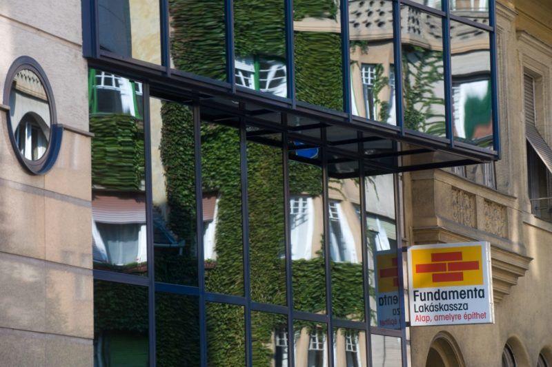 Budapest, 2011. szeptember 28. A Fundamenta Lakáskassza Zrt. ügyfélszolgálati irodája a II. kerületi Tölgyfa utcában. MTI Fotó: Kollányi Péter