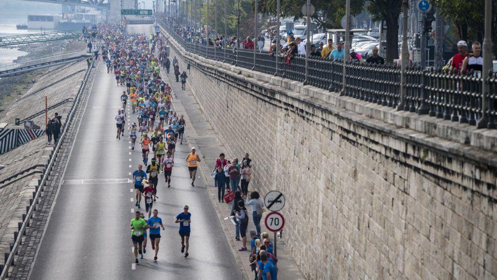 Budapest, 2018. október 7. Futók a 33. Spar Budapest Maratonon a Valdemar és Nina Langlet rakparton 2018. október 7-én. MTI Fotó: Mónus Márton