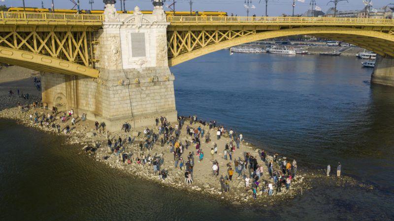 Budapest, 2018. október 20. A Margit-sziget csúcsa a Margit híd déli oldalán 2018. október 20-án. Az augusztus óta tartó csapadékszegény idõjárás miatt a folyó vízállása a magyarországi szakaszon ismét az eddig mért legkisebb értékek közelében vagy alatta alakul. MTI/Mohai Balázs