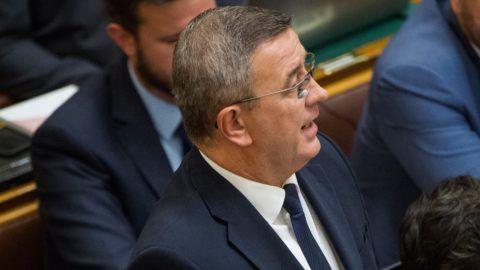 Budapest, 2018. október 1. Szilágyi György, a Jobbik képviselõje azonnali kérdést tesz fel az Országgyûlés plenáris ülésén 2018. október 1-jén. MTI Fotó: Balogh Zoltán