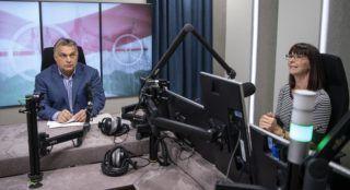 Budapest, 2018. október 12. Orbán Viktor miniszterelnök interjút ad a 180 perc címû mûsorban Nagy Katalin mûsorvezetõnek a Kossuth rádió stúdiójában 2018. október 12-én. MTI Fotó: Szigetváry Zsolt
